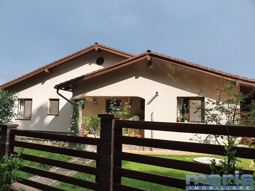Casa cu 500 mp teren in Corunca, mobilata si utilata.