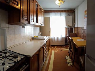 Apartament 3 cam cartierul Tudor etaj 2
