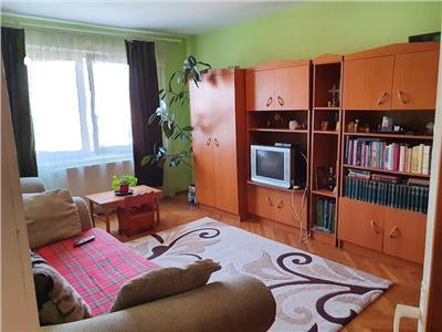 Apartament cu 3 camere Str Banat etaj 3